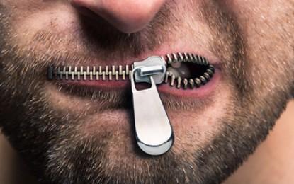 سانسور و سانسورچی، شمشیری بر گلو و استخوانی در گلو