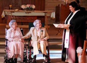 ازدواج یک زوج همجنسگرای 90 ساله بعد از 72 سال زندگی مشترک به طور رسمی با هم