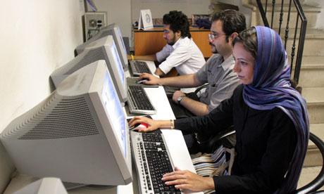 تاملی بر پدیدهی خشونت آنلاین/ مینا خانی