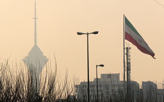 آسمان تهران آبی نمیشود!/ محمود پرگو
