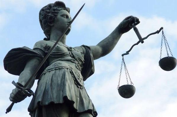 قرار صلاحیت وکلای دادگستری ناقض استقلال وکیل است/ عثمان مزین