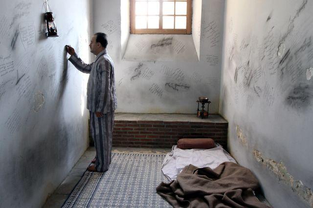 اطلاع رسانی نقض حقوق بشر چه با روان زندانی و وجدان ما میکند؟/ رضا علیجانی
