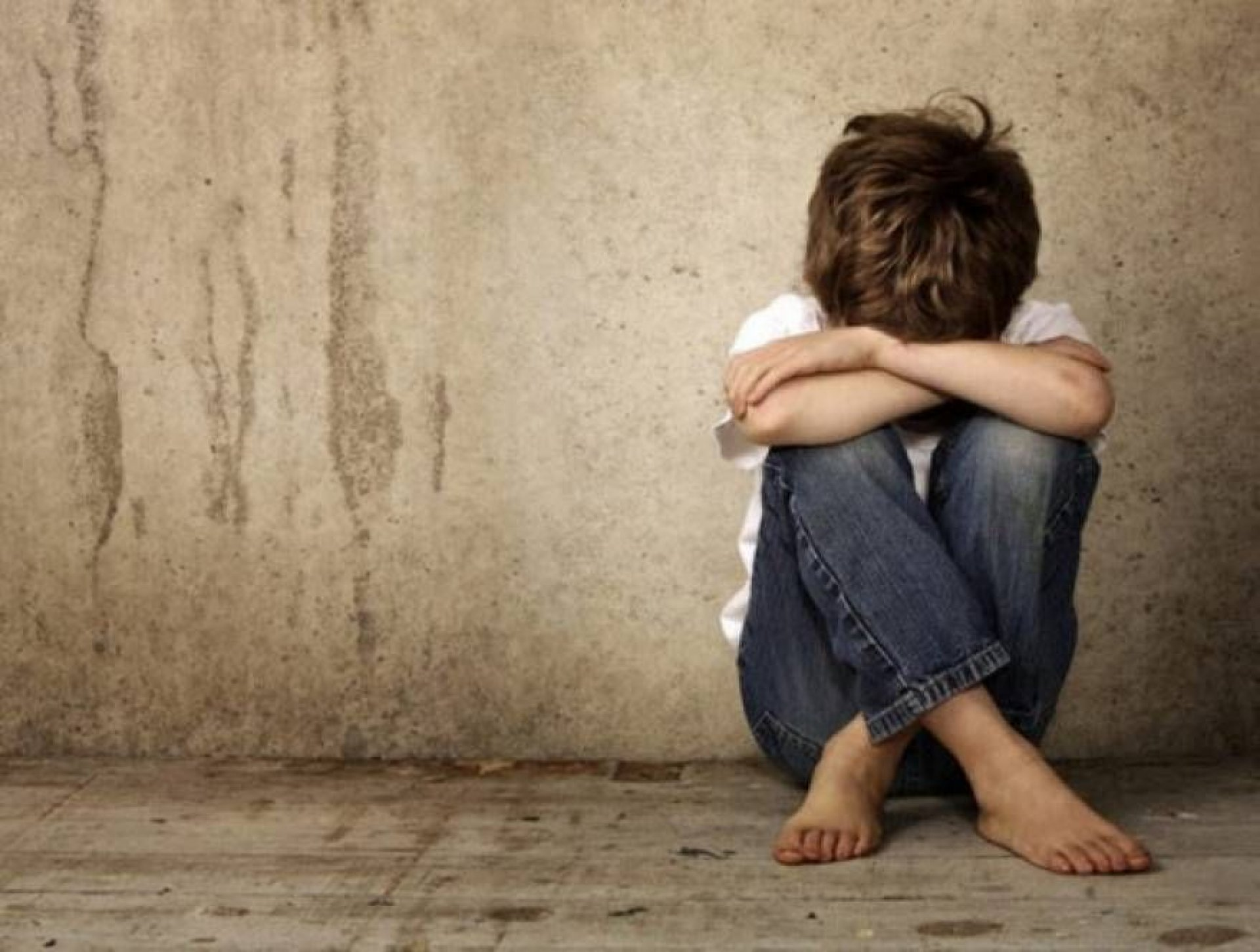 بررسی حقوقی پدیده کودک آزاری و خلاءهای قانونی در ایران/ نازیلا رستم زاده