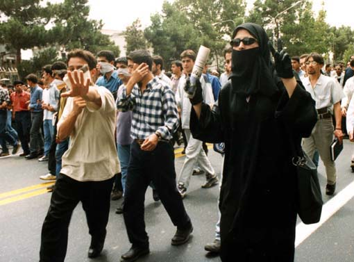 گام به گام تاریخ و رژیم حقوقی معطل در ایران پسا انقلاب/ علی کلائی