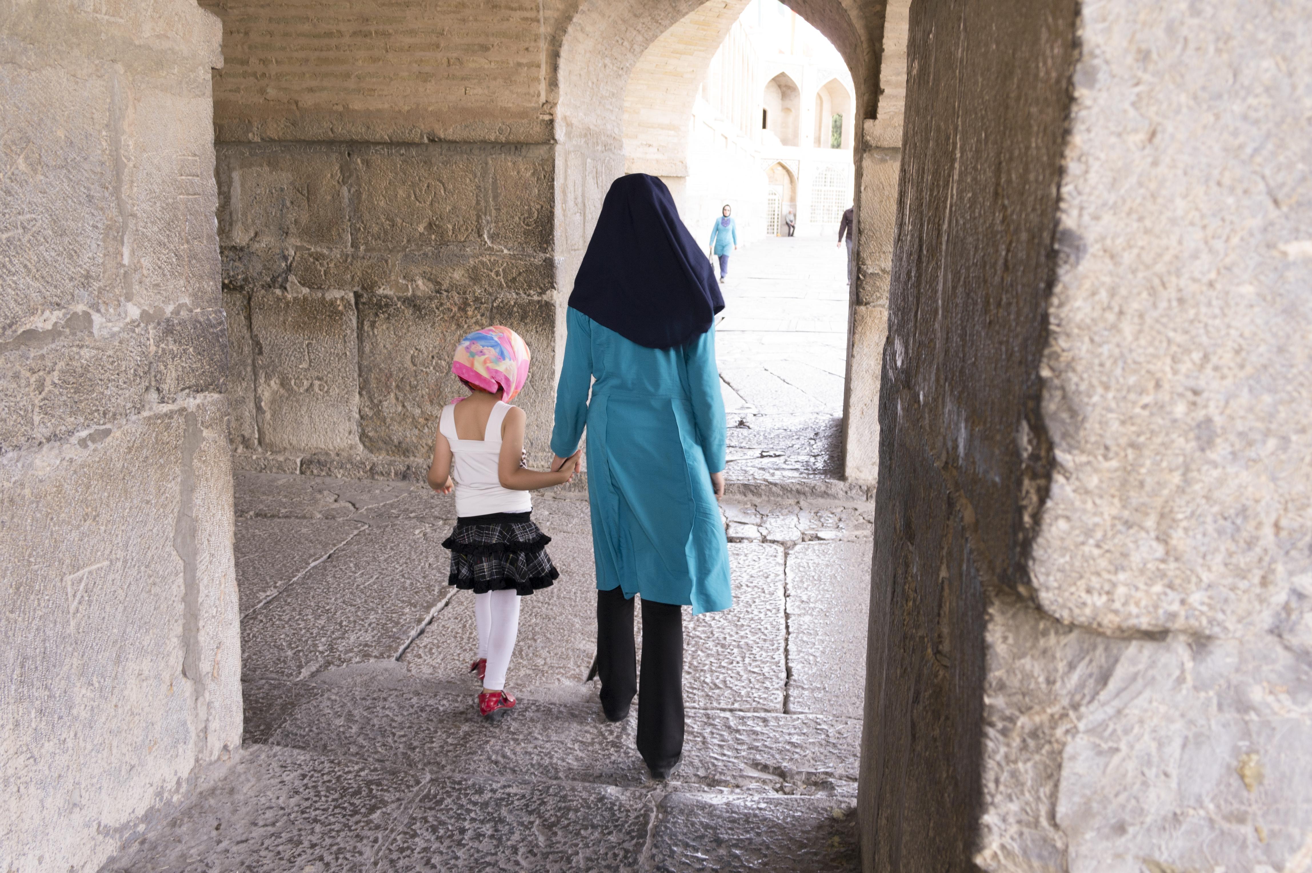 رخت سیاه عروسی؛ نگاهی آماری به کودک بیوگی در کشور/ رایحه مظفریان