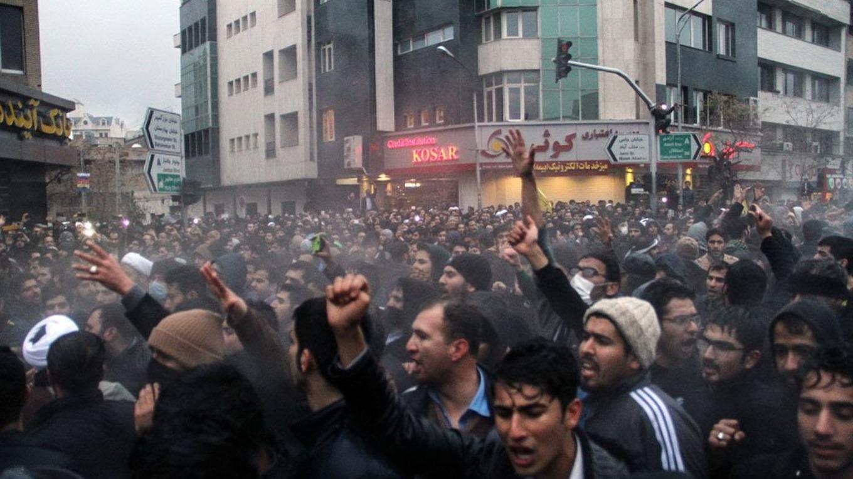 فاصله جامعه مدنی و معترضان دی ماه/ شاهین صادق زاده میلانی