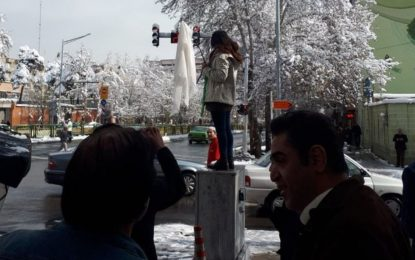 دختران خیابان انقلاب و بازتعریف شیوه های مبارزه/ مهرک کمالی