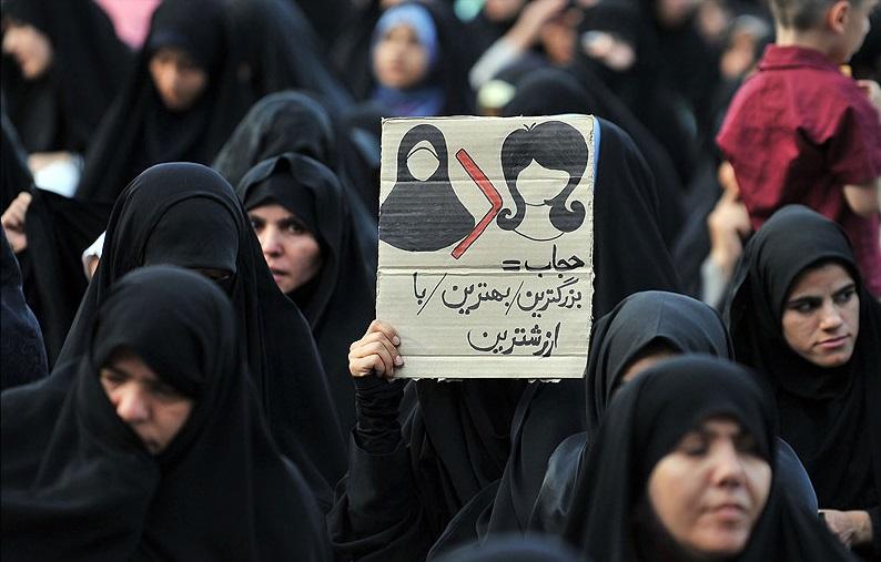 اجبار حجاب یا سوزاندن پول مردم؛ به نام هیچ!/ علی کلائی