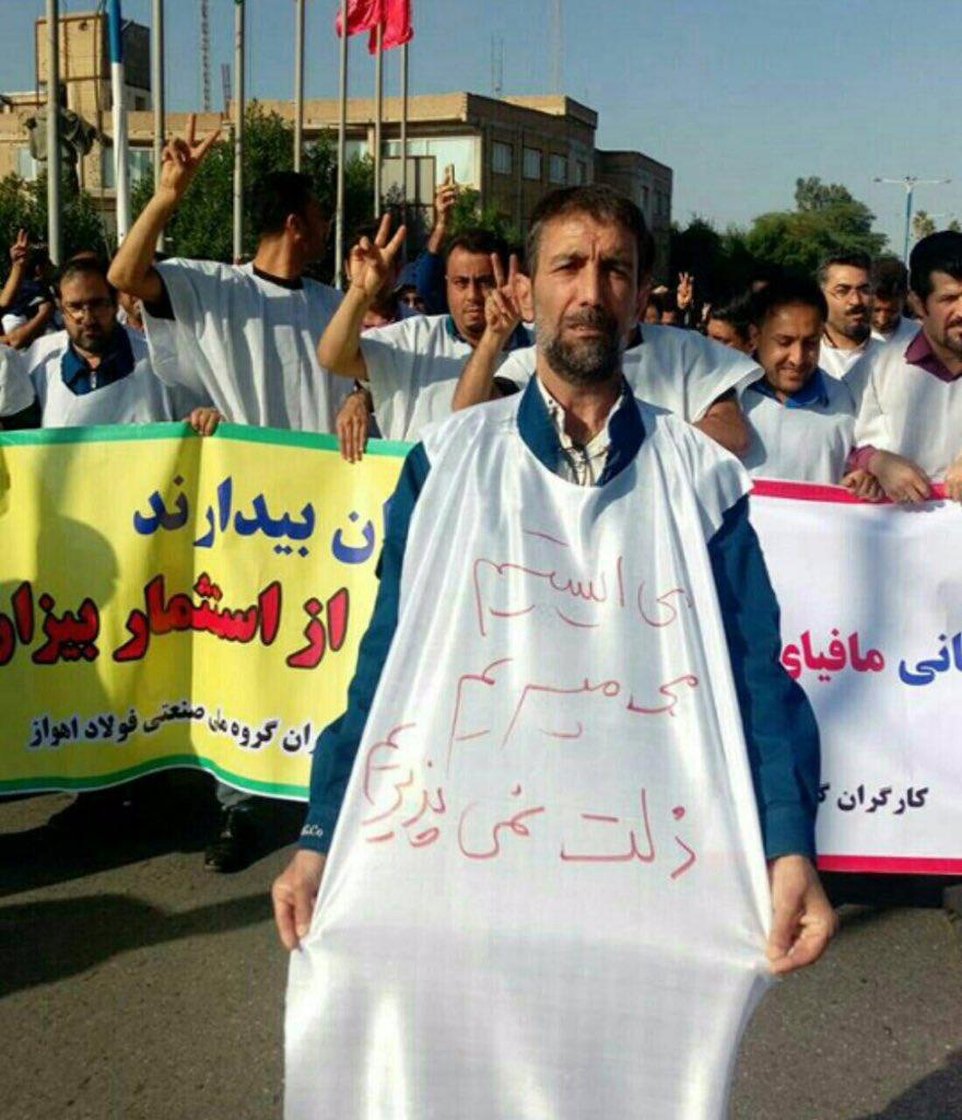 کارگران مشغول اعتراض اند/ مجید دری