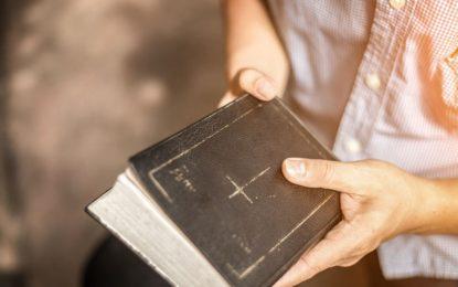 محرومیت مسیحیان فارسی زبان از کلیسا؛ برخلاف نص صریح قانون اساسی/ماری محمدی