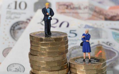 شکاف جنسیتی دستمزد؛ بهره کشی از زنان در بازار کار/آبان پرتویی