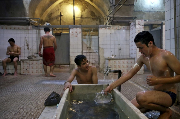 حمامهای عمومی؛ اقلیتهای جنسیتی و کارگری جنسی/هیراد آریافر