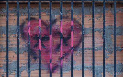 عشق و رابطه در زندان؛ «مت بازی» اسم رمز سرکوب/رضوانه محمدی
