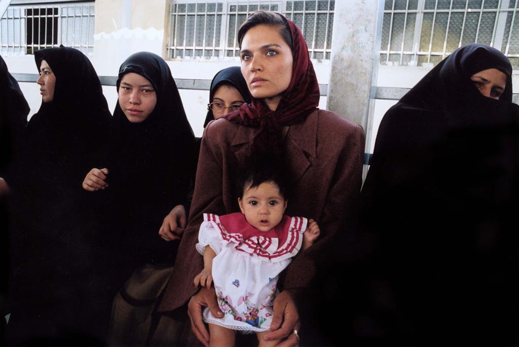 زنان افغانستانی در ایران؛ در منگنه قوانین زن ستیز ایران و کابوس طالبان/الهه امانی